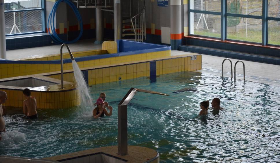 Film do artykułu: ŻARY Za ile można popływać na pływalni zimą. Sprawdziliśmy ceny na żarskiej pływalni Wodnik. Są zachęcające!