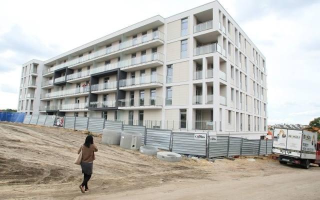 Osiedle mieszkaniowe Nowy Baranówek powstaje etapami. Inwestycja wyróżnia się bardzo ciekawą architekturą.