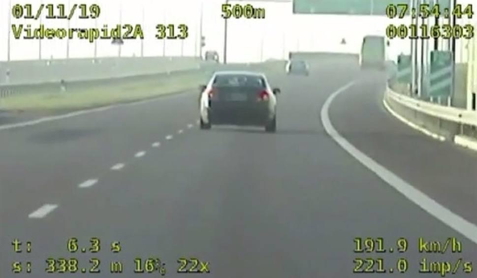 """Film do artykułu: Pędził drogą ekspresową ponad 240 kilometrów na godzinę. Po pościgu złapali go policjanci z grupy """"Speed"""""""