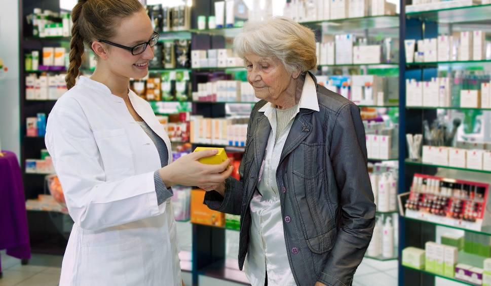 Film do artykułu: Leki dla seniora w wieku 75+: nie na każdej recepcie, nie od każdego lekarza
