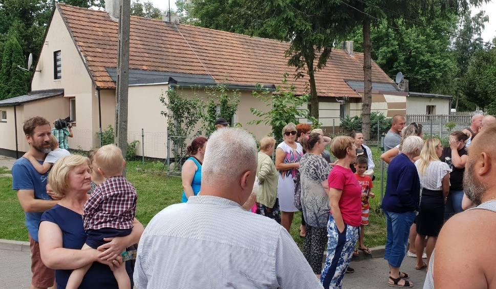 Film do artykułu: Rozbiórka łazienek w domkach z Radogoszcza. Według UMŁ rozbiórce przybudówek zapobiec może rząd. Prezydent Zdanowska pisała do ministra