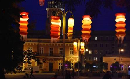 Częstochowa by night. Lampiony na placu Biegańskiego