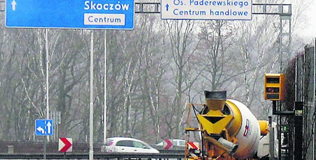 """Fotoradar ustawiony na """"zakręcie mistrzów"""" w Katowicach od stycznia do końca listopada wykonał aż 12 tysięcy zdjęć"""