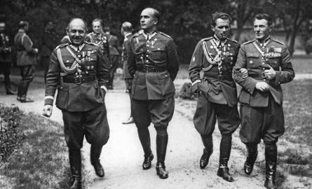 Drugi od prawej gen. Michał Karaszewicz-Tokarzewski, twórca pierwszej organizacji konspiracyjnej - Służby Zwycięstwu Polski.