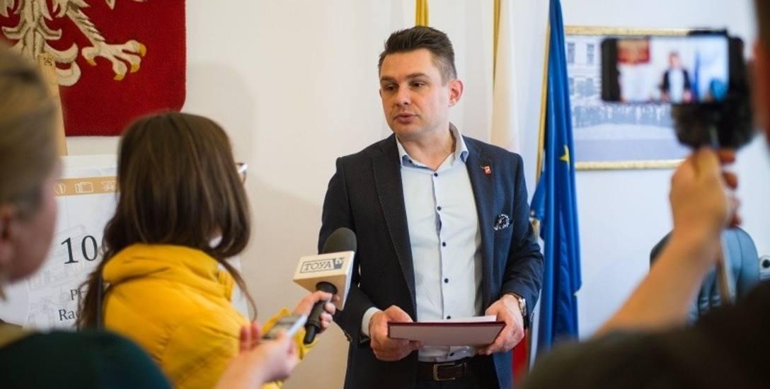 Marcin Gołaszewski w gabinecie przewodniczącego Rady Miejskiej w Łodzi.