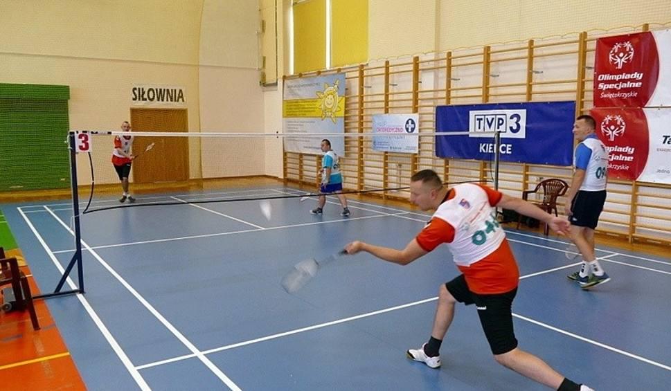 Film do artykułu: Świętokrzyski Turniej Badmintona Olimpiad Specjalnych odbył się w Suchedniowie. Uczestnicy rywalizowali pod okiem profesjonalistów