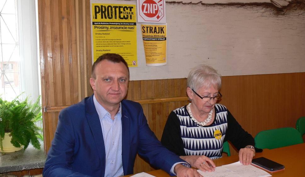 Film do artykułu: Strajk nauczycieli 2019 w powiecie sandomierskim - dzień 17. Matury odbędą się we wszystkich szkołach [RAPORT]
