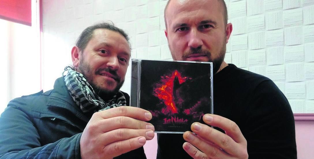 - Płyta CD już jest do zdobycia. Winyl będzie w styczniu - mówią Daniel Ludwiczak i Sergiusz Paszkiewicz. W przyszłym roku planowana jest też trasa koncertowa
