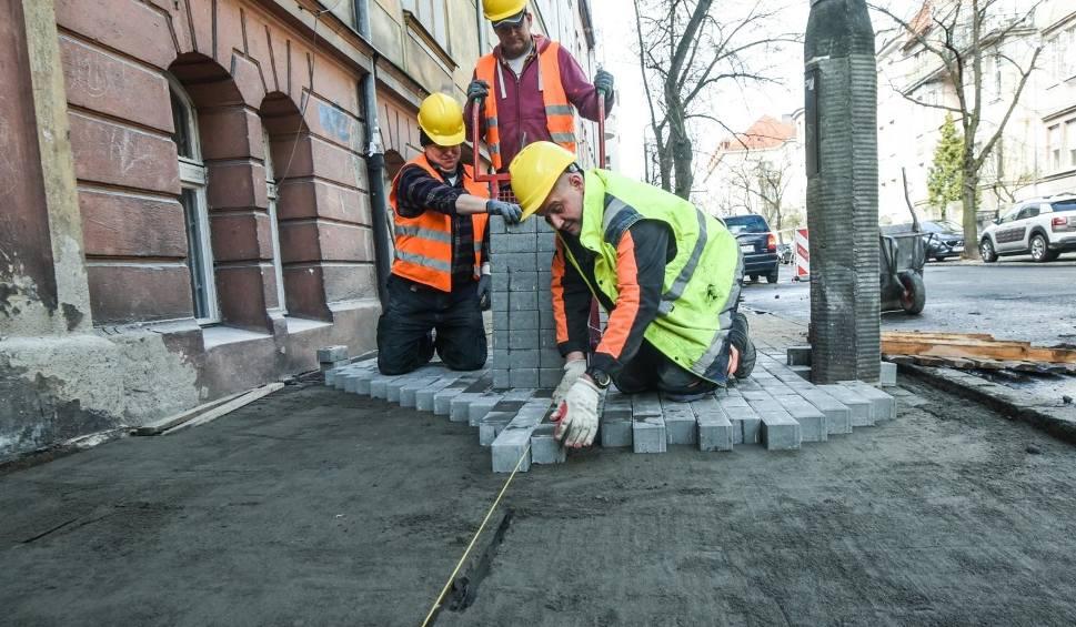 Film do artykułu: Chodniki w centrum Bydgoszczy będą jak nowe. Gdzie powstaną?