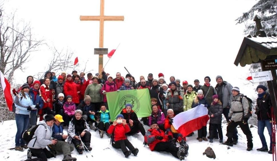 Film do artykułu: Weszli na Łysicę zimą. W 37 rocznicę zdobycia Mount Everest