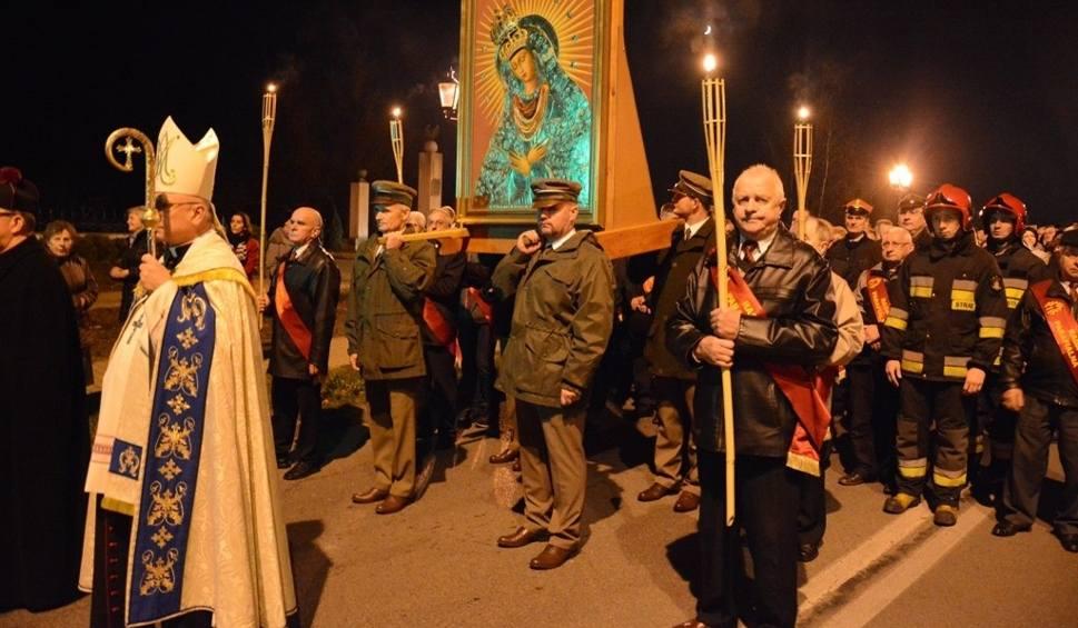 Film do artykułu: Procesja Zawierzenia przeszła ulicami Skarżyska (ZDJĘCIA)