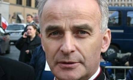Marian Florczyk - biskup pomocniczy diecezji kieleckiej z duszą sportowca i wielkiego sympatyka sportu, który integruje środowisko kieleckie. Zainicjował