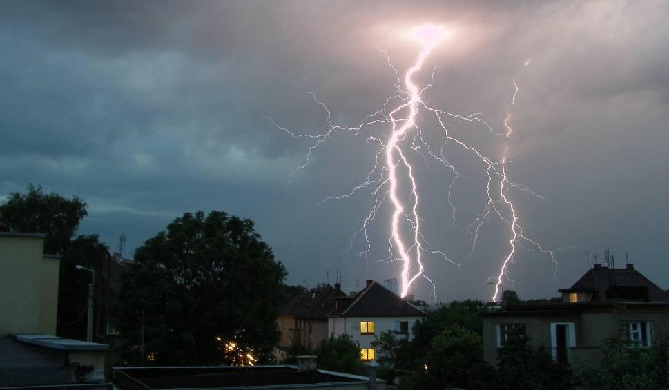 Film do artykułu: Uwaga na burze w regionie. Ostrzeżenie dotyczy wszystkich powiatów!
