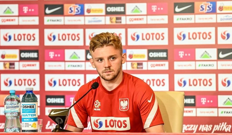 Film do artykułu: Kamil Jóźwiak nie chce być jokerem, a Jan Bednarek wrócił do treningów. Jóźwiak: Nie jestem gwiazdą, ale mogę dać wiele drużynie [zdjęcia]