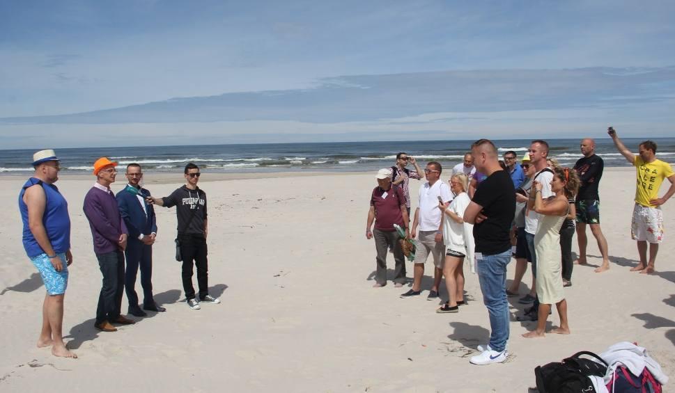 W Łebie otwarto plażę dla nudystów. Gdzie można plażować