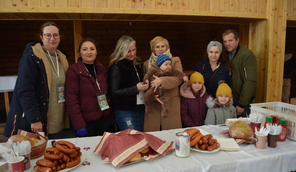 Film do artykułu: Kurpiowska Kraina w Wykrocie. Impreza charytatywna dla Olusia Jabłonowskiego, 24.10.2021. Potrzebne są pieniądze na operację serduszka