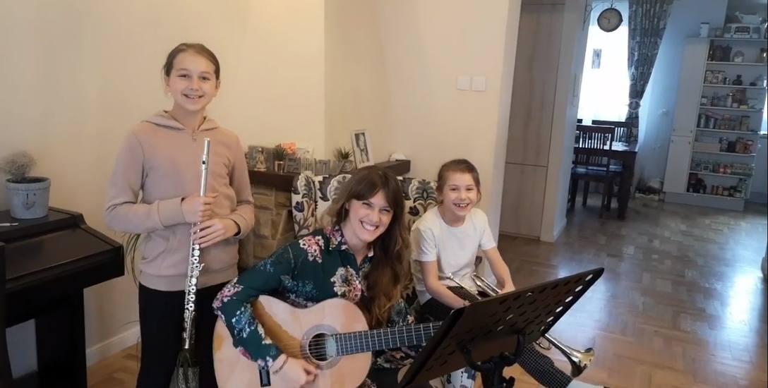 Jedenastoletnia Amelia, grająca na flecie poprzecznym, ośmiolatka Alicja, grająca na trąbce oraz Patrycja, czyli mama - gitarzystka - wygrały w konkursie