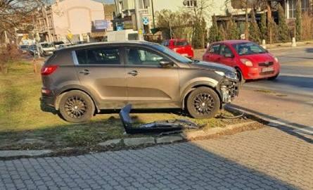 Do nietypowego zdarzenia drogowego doszło w czwartek na ul. Głowackiego w Tomaszowie Maz. Samochód bez kierowcy zderzył się z ciężarówką!CZYTAJ DALEJ