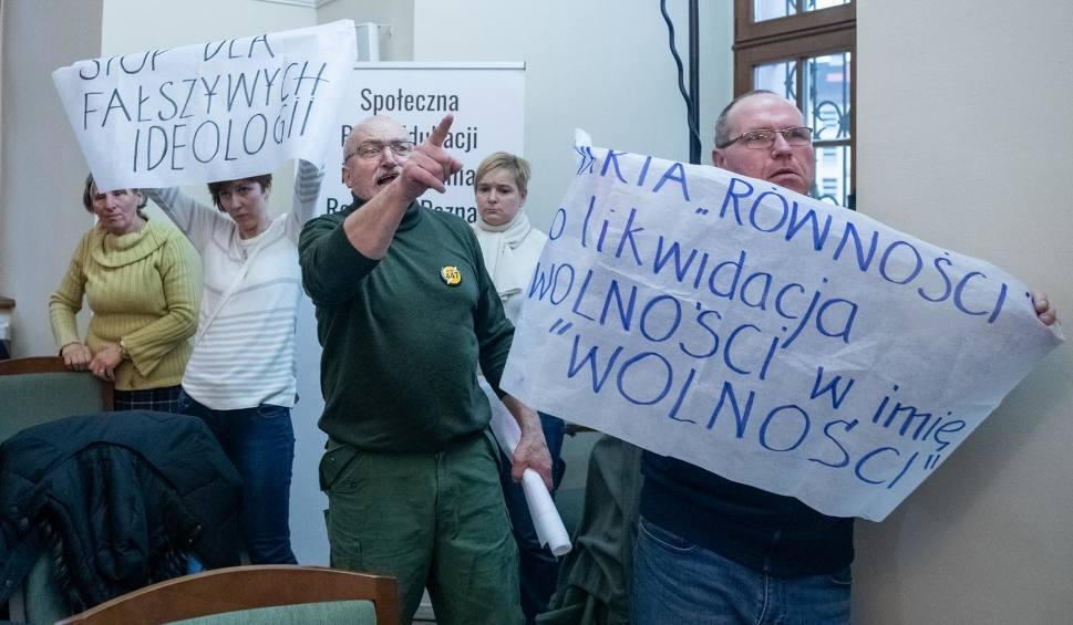 Film do artykułu: Groźby po przyjęciu karty równości w Poznaniu. Grzegorz Ganowicz złożył zawiadomienie do prokuratury