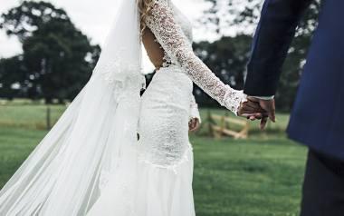 TOP 10 sukni ślubnych. Te sukienki są najmodniejsze w 2020 i pasują do każdej figury. Jak znaleźć idealną suknię ślubną?