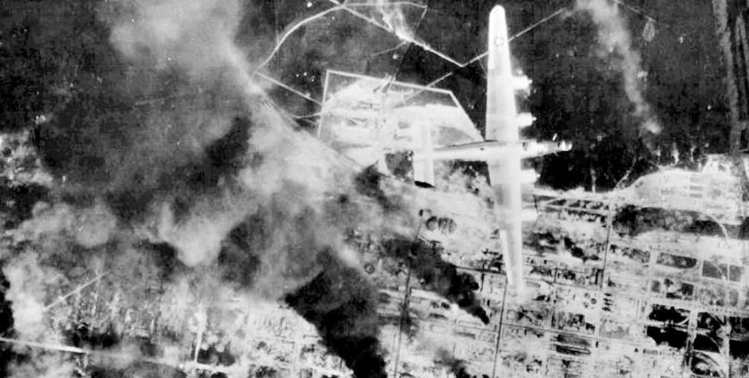 Bombardowanie Kędzierzyna, a konkretnie fabryki syntetycznej benzyny. Rok 1944. Czego nie zniszczyliAmerykanie, wywieźli stąd Rosjanie.