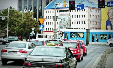 Dutkiewicz: Będzie zakaz wjazdu starych aut do centrum