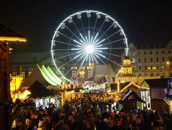 Jarmark na placu Wolności można odwiedzać do 21 grudnia w godzinach od 11.00 do 21.00.