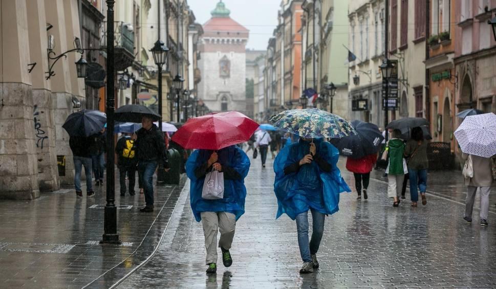 Film do artykułu: Ostrzeżenie przed marznącymi opadami w Krakowie. Uwaga! Może być ślisko