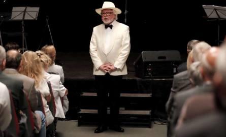 Kończący sezon wieczór w Scenie na Piętrze  należał do Doroty Lulki i piosenek z Kabaretu Starszych Panów