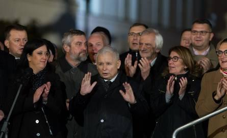 90. miesięcznica smoleńska. Jarosław Kaczyński: Prawdy może nie dać się do końca ustalić [ZDJĘCIA]