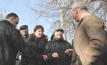 Przed meczetem w Kruszynianach księcia Karola witały tłumy. Kilku osobom udało się nawet zamienić parę słów z gościem.