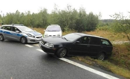 Wypadek w powiecie jędrzejowskim. Volvo uderzyło w radiowóz, policjanci w szpitalu