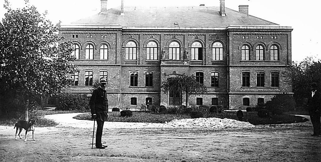 Budynek progimnazjum. Zdjęcie z 1900 roku