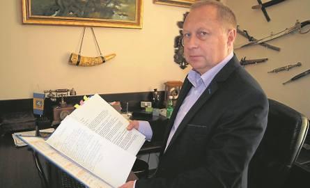 Segregator wójta gminy Tarnów Grzegorza Kozioła jest pełen wniosków od rodzin repatriantów