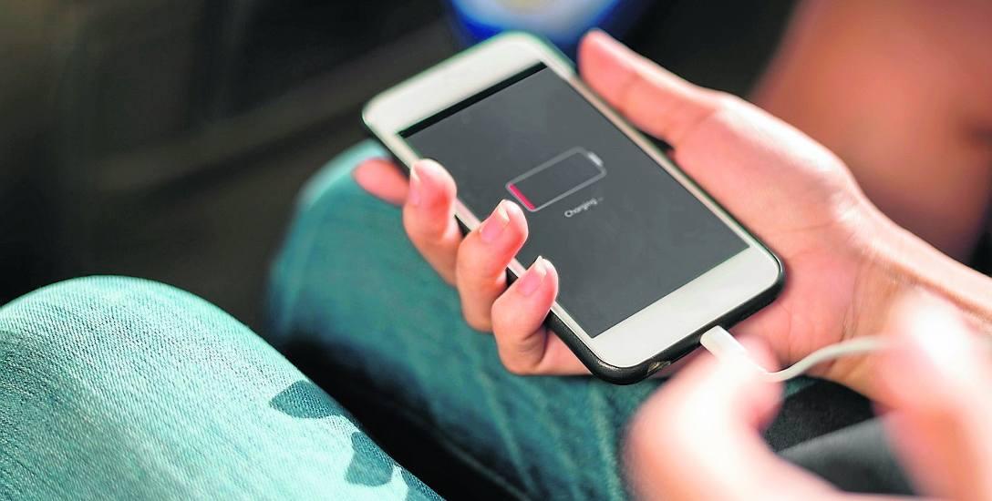 Codzienne ładowanie telefonu komórkowego w skali roku to koszt raptem kilku złotych.