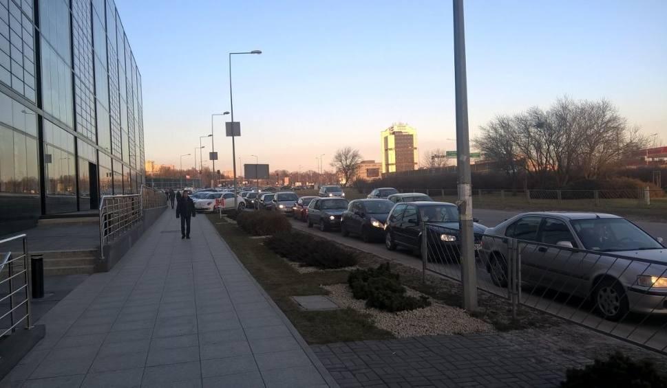 Film do artykułu: Gigantyczne korki wokół galerii handlowych w Kielcach!