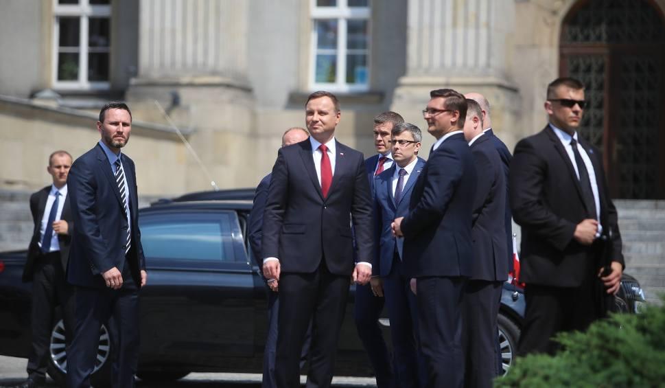 Film do artykułu: Prezydent Andrzej Duda: Ślązacy to ludzie honoru i siły. Prezydenta powitali zwolennicy i KOD