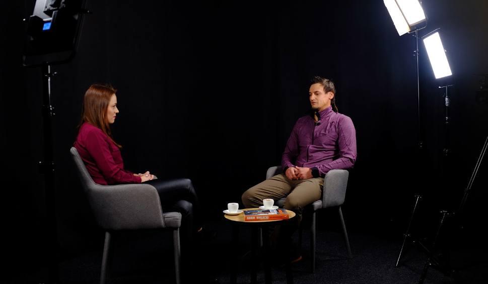 Film do artykułu: Himalaista Adam Bielecki: Myślę, że halucynacja uratowała mi życie. Rozmowa o wyprawach, śmierci i akcji ratunkowej na Nanga Parbat
