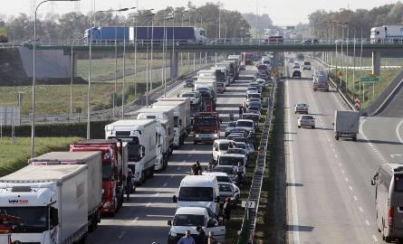 Kiepskie informacje dla kierowców, wierzyli w zapewnienia rządu i osobiście premiera Morawieckiego dotyczące przebudowy autostrady A4 na newralgicznym