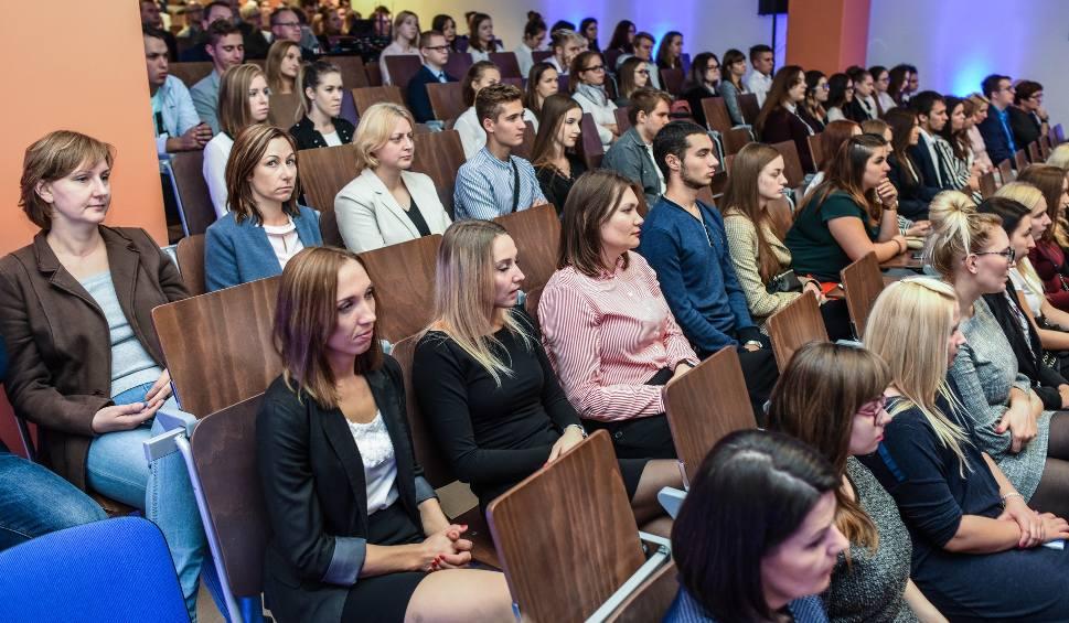 Film do artykułu: Rekrutacja śródroczna na studia: WSB, WSG, UKW. Sprawdź terminy