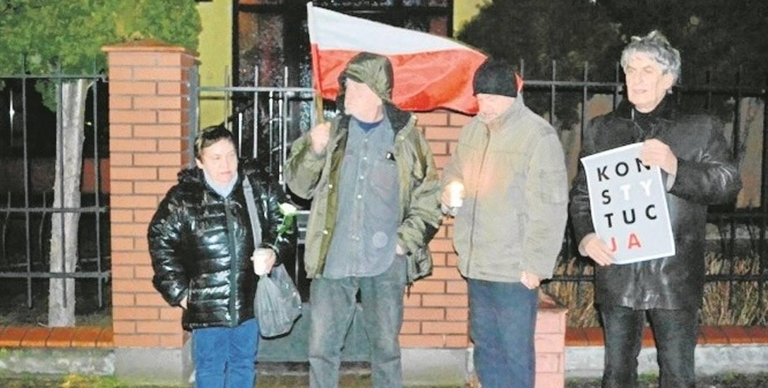 Przed sądem w Golubiu-Dobrzyniu protestowała ekipa z Torunia.