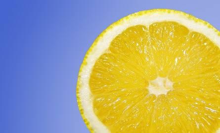 Sanepid ostrzega przed koncentratem soku z limonki i cytryny marki Piacelli.