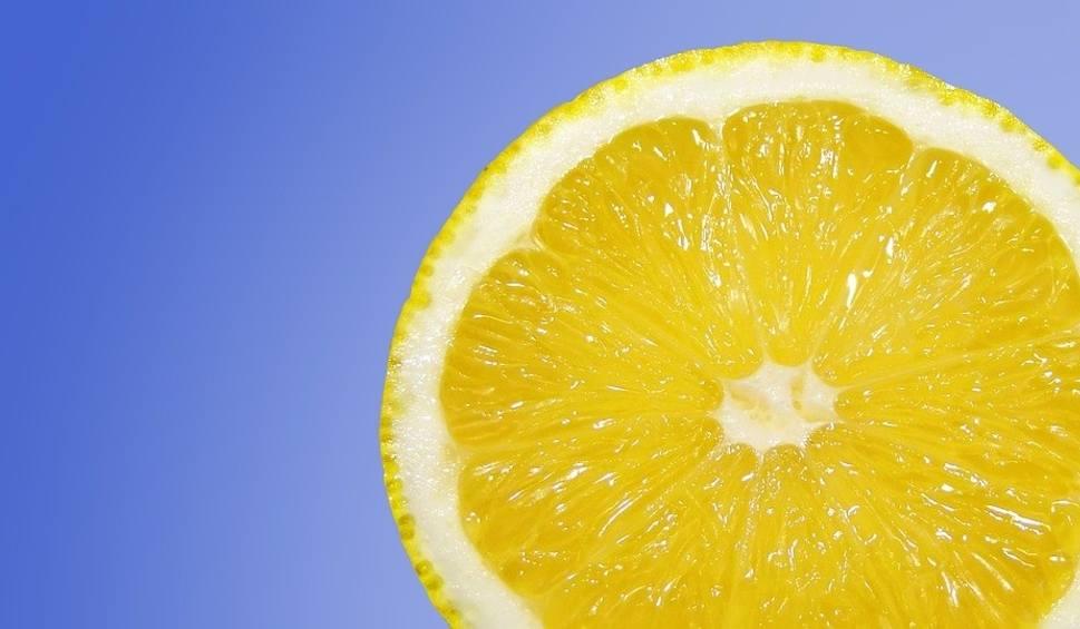 Film do artykułu: Sanepid ostrzega przed koncentratami soków z limonki i cytryny marki Piacelli