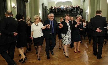 Studniówki 2017. Studniówka po latach w I LO im. Bolesława Chrobrego w Piotrkowie [ZDJĘCIA,FILM]