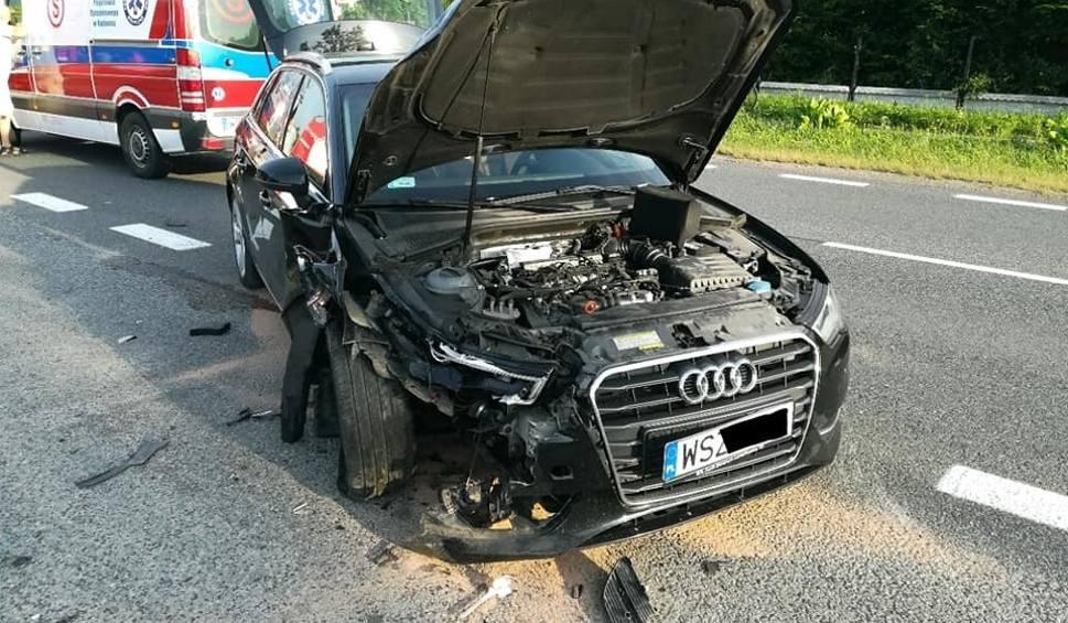 Film do artykułu: Gmina Wolanów. Wypadek drogowy w Strzałkowie. Ranną kobietę odwieziono do szpitala