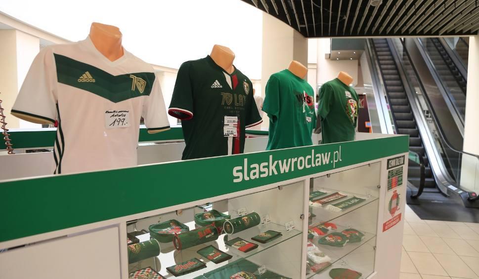 Film do artykułu: We Wrocławiu koszulki Śląska nie kupisz