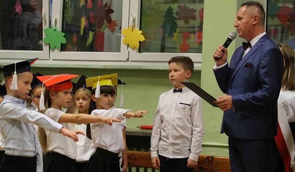 """Film do artykułu: Pierwszoklasiści z tarnobrzeskiej """"czwórki"""" pełnoprawnymi uczniami (zdjęcia)"""