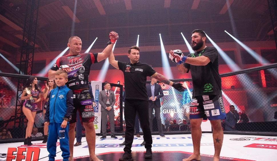 Film do artykułu: Gala FEN 22. Damian Grabowski pokonał Jose Rodrigo Guelke