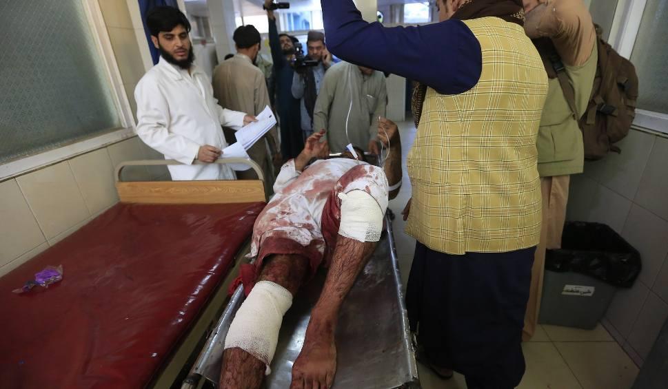 Film do artykułu: Afganistan: Krwawy zamach bombowy w Dżalalabadzie. Zginęły co najmniej 62 osoby [WIDEO]