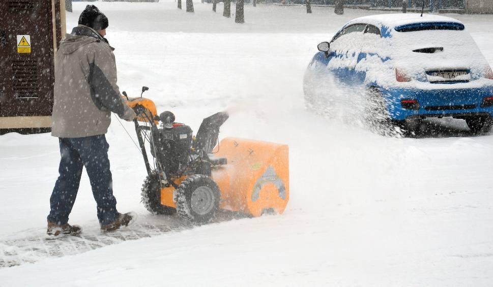 Film do artykułu: Stalowa Wola. Lekki mechaniczny sprzęt do usuwania śniegu coraz bardziej popularny